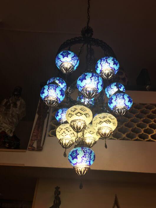 lampadario turchia:ferro battuto ,15 sfere intarsiate con vetro e specchietti